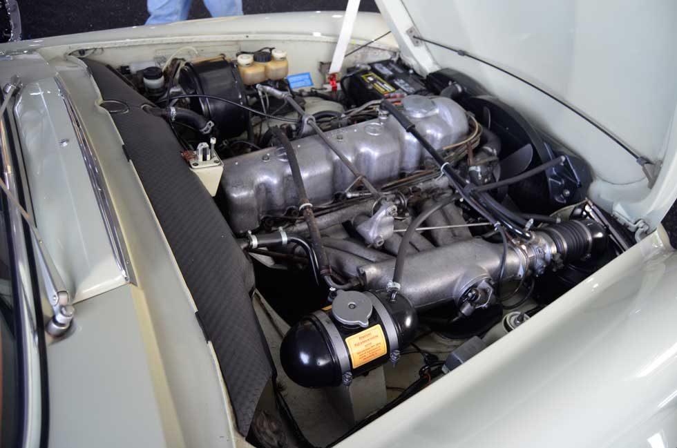 W113-SL-Pagoda-250SL-Gooding-and-Company-Scottsdale-Engine